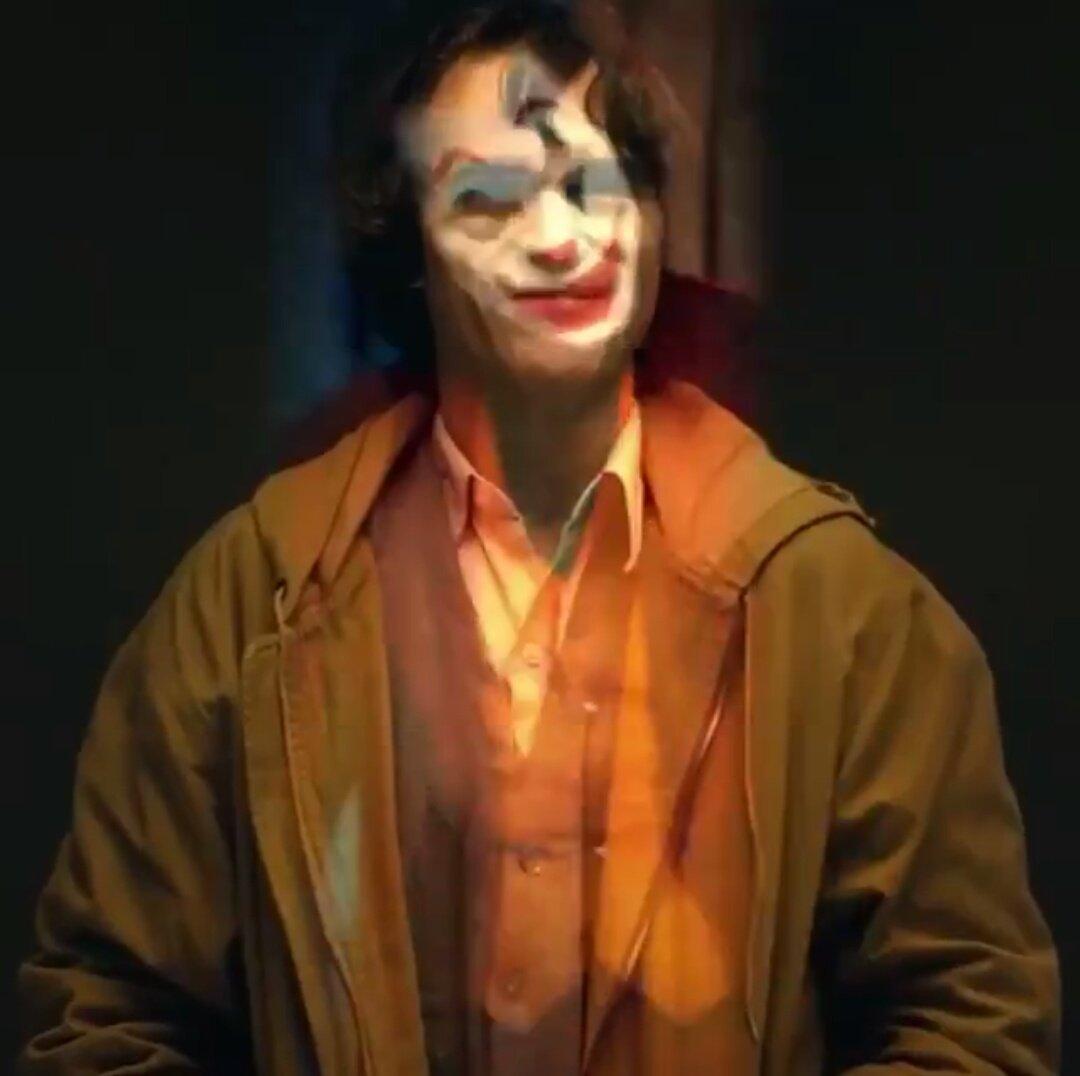 Joker (Origin Story) par Todd Philips produit par Scorcese (Elseworld) - Page 4 Dnomb2FWsAEQbt7