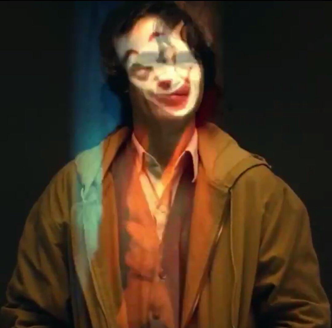 Joker (Origin Story) par Todd Philips produit par Scorcese (Elseworld) - Page 4 DnomclcW4AI_XXy