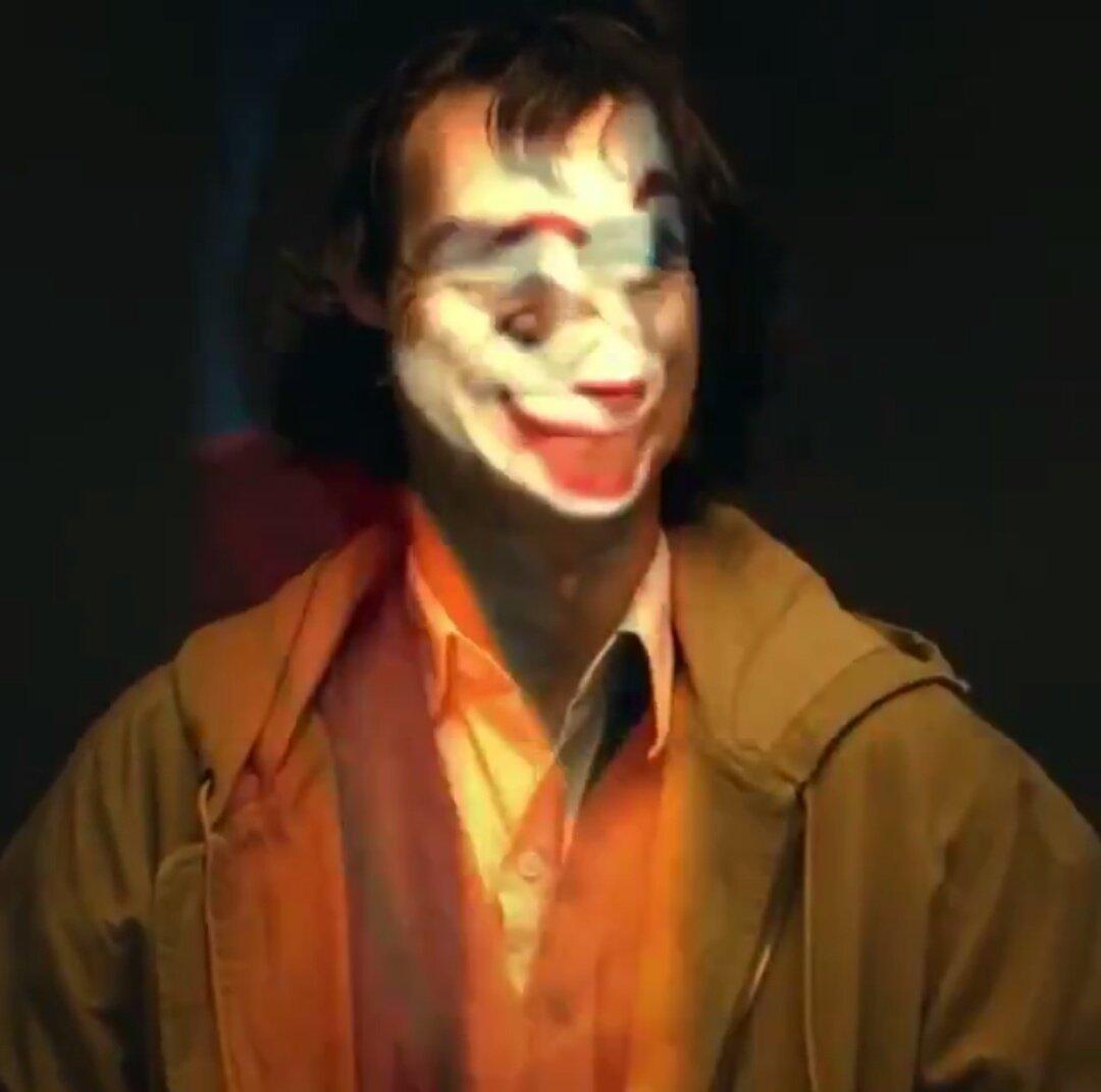 Joker (Origin Story) par Todd Philips produit par Scorcese (Elseworld) - Page 4 DnomdU4X0AAN4Lt