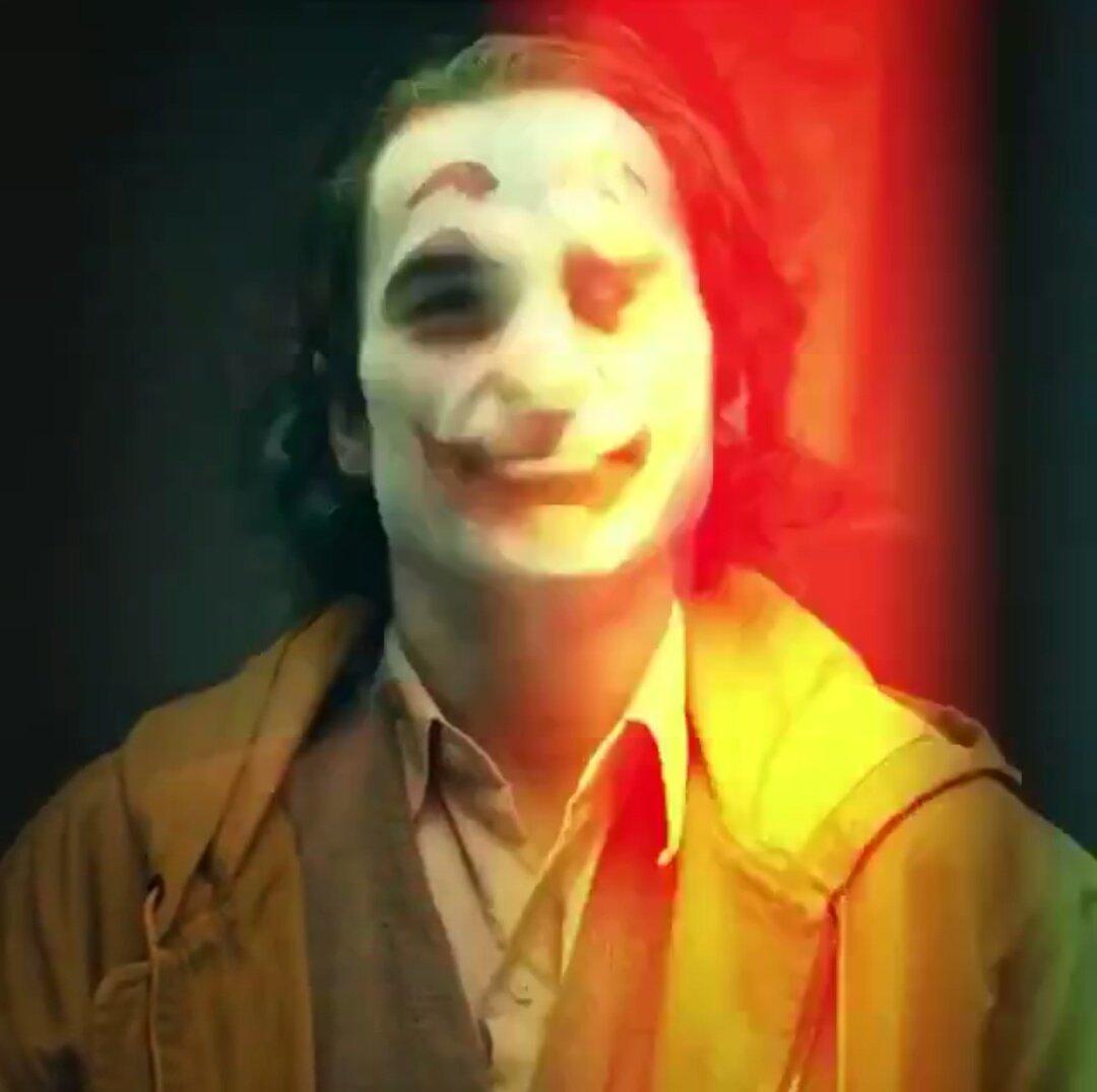 Joker (Origin Story) par Todd Philips produit par Scorcese (Elseworld) - Page 4 DnomeOgXcAUJSRX