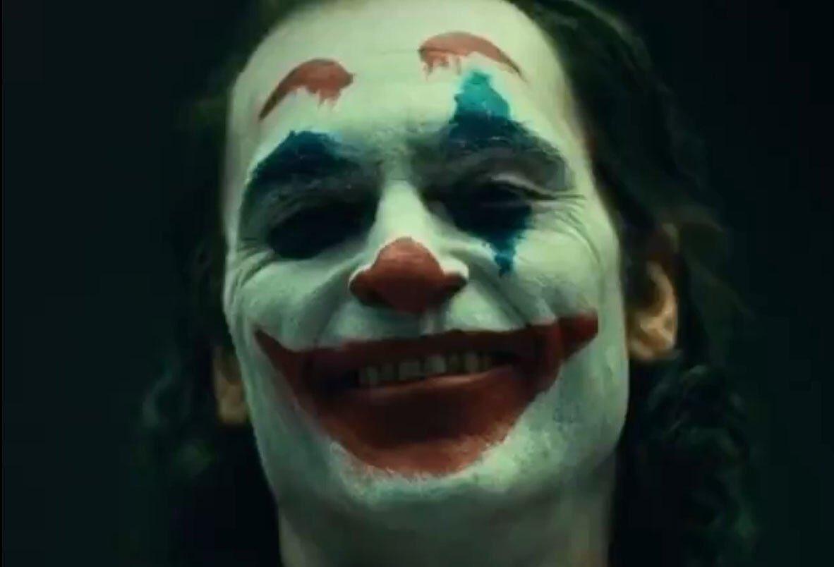 Joker (Origin Story) par Todd Philips produit par Scorcese (Elseworld) - Page 4 DnomsLWWwAEsW6l