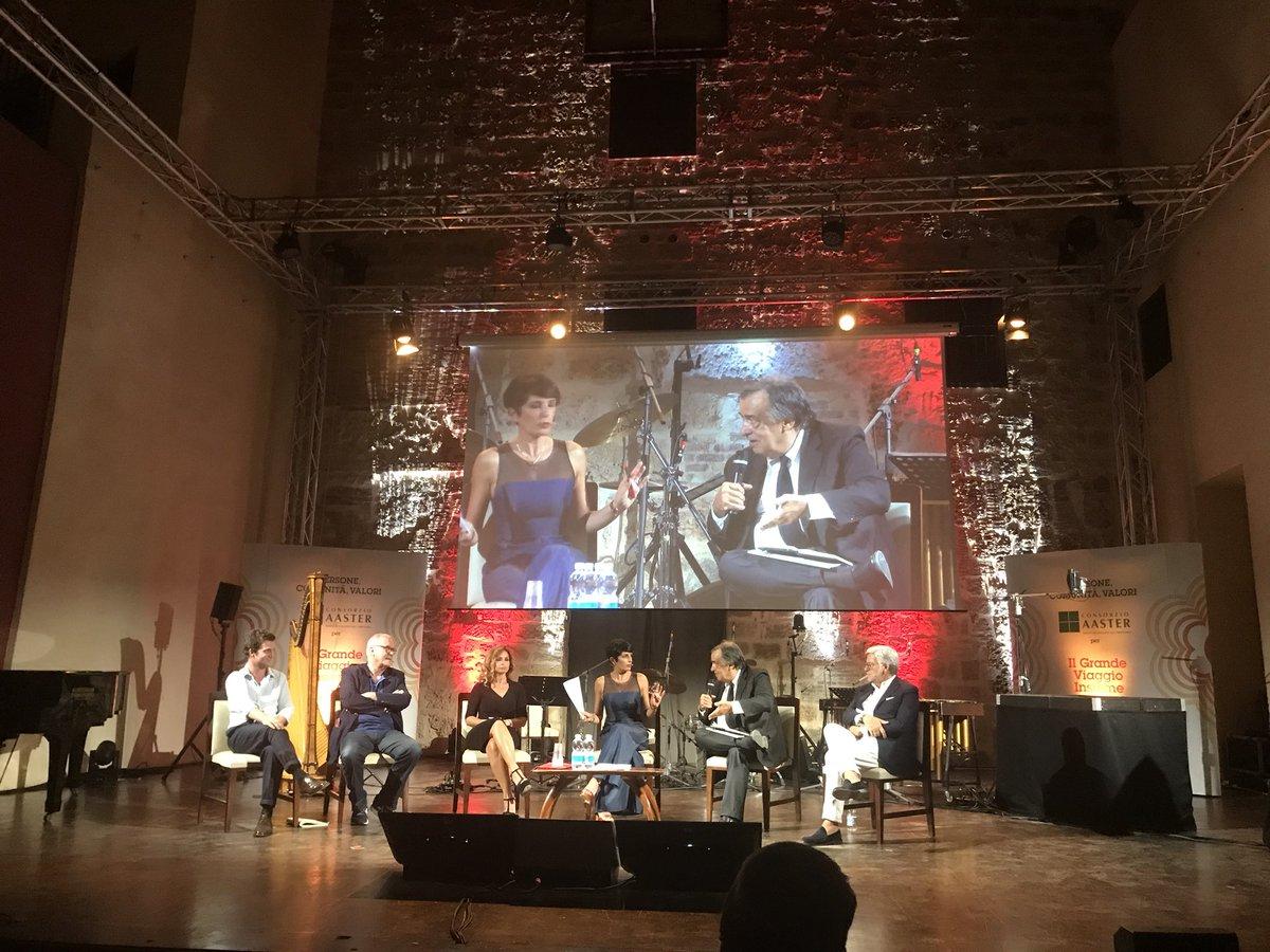 Il concetto espresso da Dario #Nepoti è fondamentale per lo sviluppo di #Palermo: #coraggio, #immaginazione #determinazione, valori che solo la #scuola può insegnare, necessari per ridefinire la società, trasformando quello che ora é disagio, in opportunità. #GrandeViaggioInsieme  - Ukustom