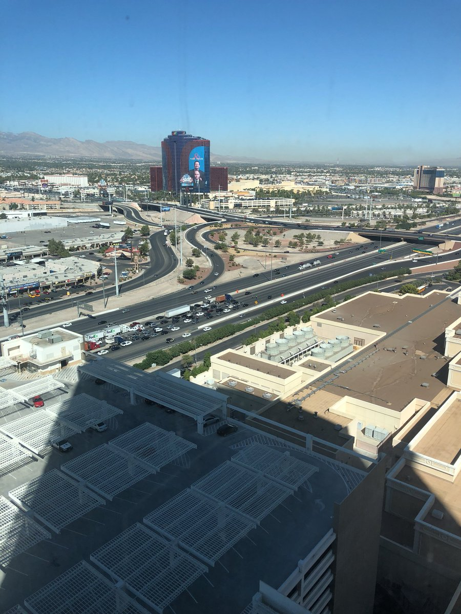 @LVCabChronicles all lanes blocked on 15 at Flamingo!