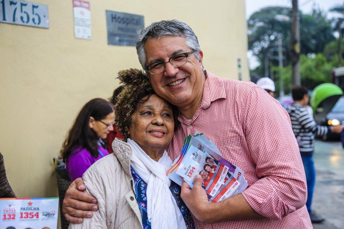 Panfletagem no Iamspe, em São Paulo. Nossa campanha é que nem a capital do estado: não para! O que também não para é a nossa luta para a saúde continuar sendo um direito de todas e todos. Abaixo os desmontes!  Viva o SUS! #Padilha1354 #MudançaDeVerdade