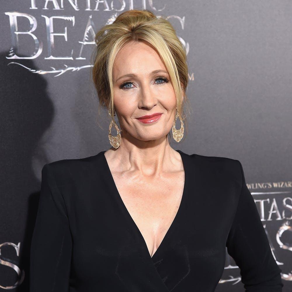 J.K. Rowling sarà ospite del Today Show lunedì pomeriggio per parlare del nuovo #AnimaliFantastici. Nello stesso giorno, pare, arriverà anche il TRAILER FINALE. Preparatevi! @jk_rowling #fantasticbeasts Thanks @SnitchSeeker  - Ukustom