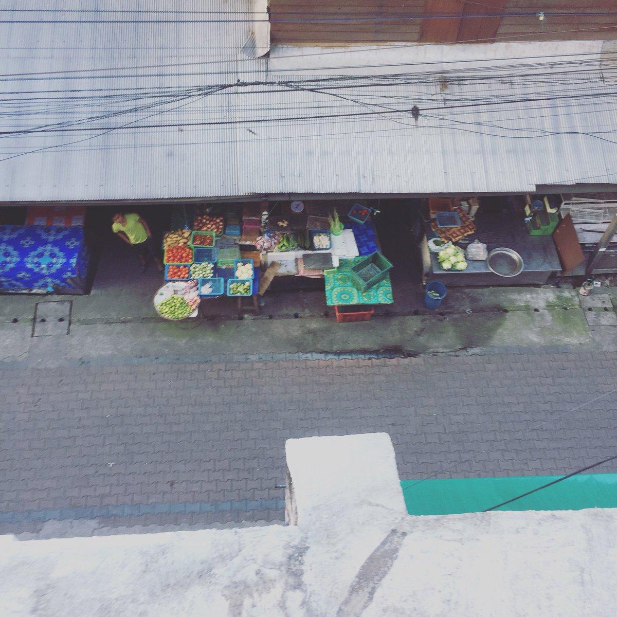 Good Morning Saturday.. The market is opened      #thunderbirdhostel #chiangmai #thailand #hostel #hostelinthailand #accommodation #happyplace #saturdaymorning #market #freshmarket #localpeople #goodvibes #reviewchiangmai <br>http://pic.twitter.com/TZJHR3RSIR