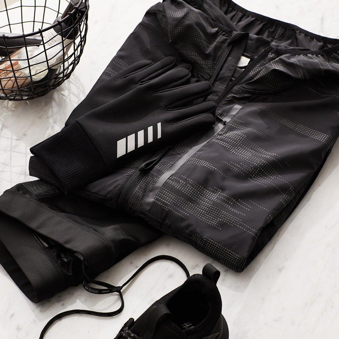 날렵하고, 반사 소재에, 바람을 막아주고, 스타일리시하기까지. H&M의 최신 러닝 컬렉션의 수많은 장점을 함께 누리세요. #HMMan