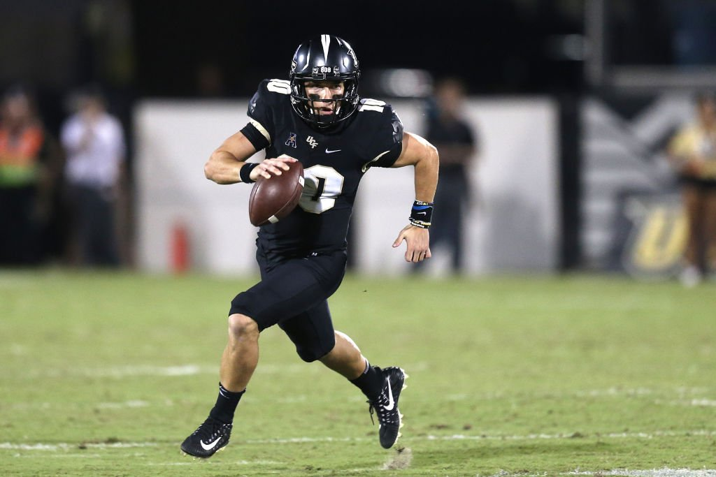 .@UCF_Football won their 16th straight game Friday, extending longest active streak in FBS.   The streak also sets an American Athletic Conference record.  The Knights have scored at least 30 points in each game of their winning streak  (2nd-longest such streak in #AAC history).<br>http://pic.twitter.com/72yi6zK0Uz