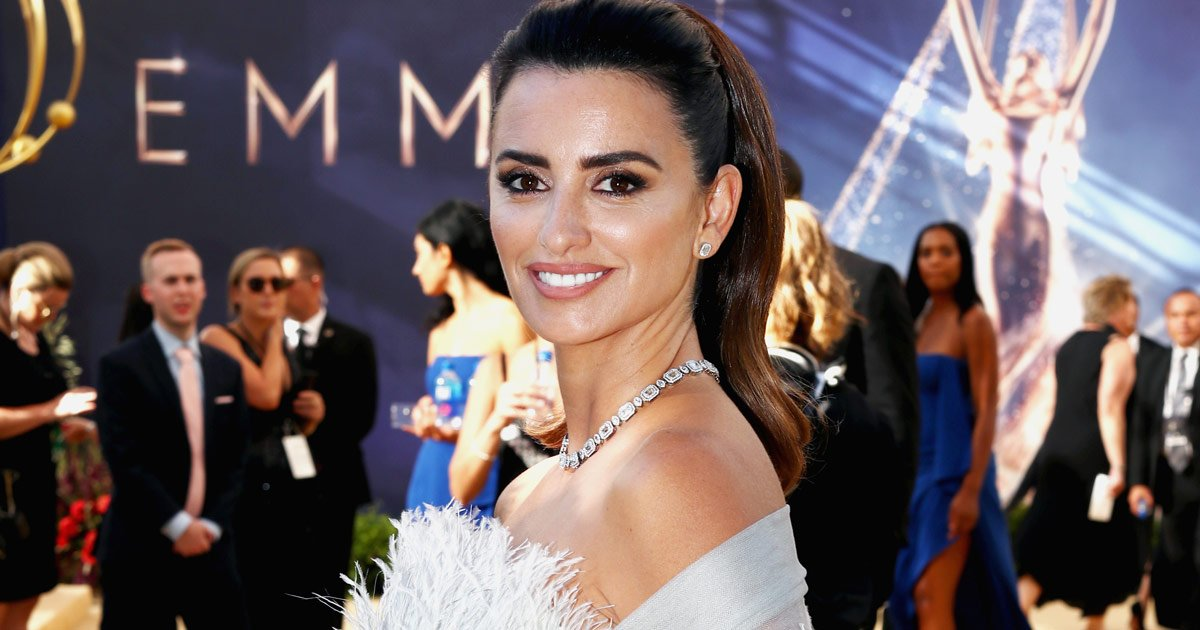 The #Emmys to the aisle: every bridal look to walk the 2018 red carpet. #Emmys70 https://t.co/aXSzpEo2Hp