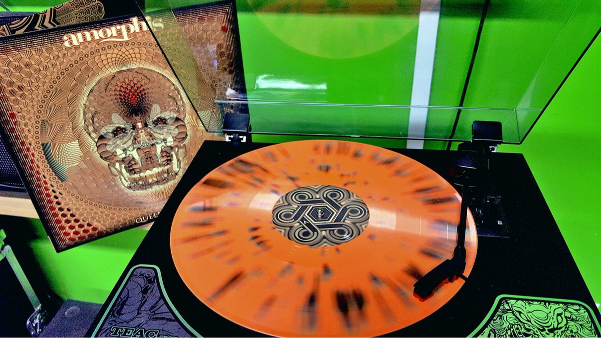 Looks delicious! Already sold out @nuclearblasteu, but @nuclearblastusa still delivers this double splatter vinyl in two colours🤘#amorphis #queenoftime #nuclearblastrecords https://t.co/5yrlo1kyzZ