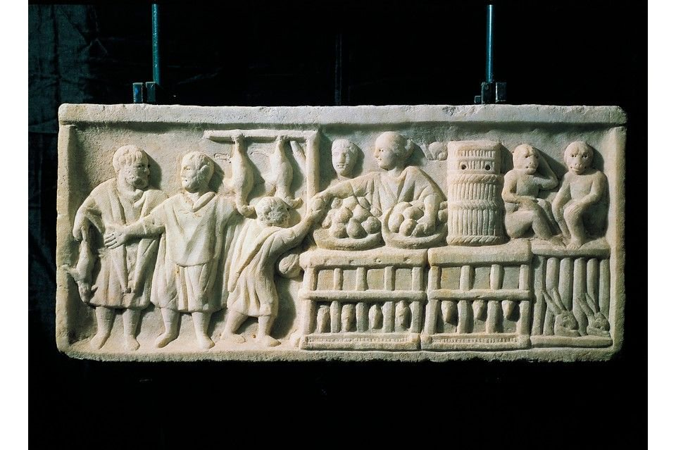 In Ancient #Rome you were spoilt for choice for retail therapy - The Poet Martial described Rome as one big shop. This relief shows a female shopkeeper, with cages containing chickens &amp; hares, bowls of fruit, a barrel containing snails &amp; even two monkeys to entertain customers <br>http://pic.twitter.com/UIdWefZc4M