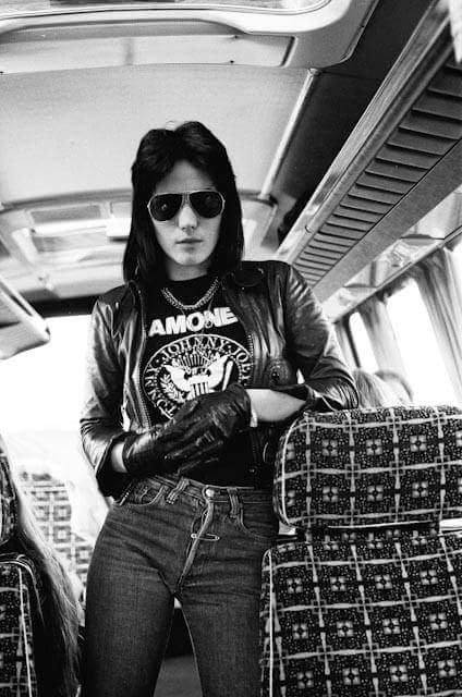 Há 60 anos, nascia a madrinha do Punk Rock, Joan Jett...   Happy Birthday Joan!! :3