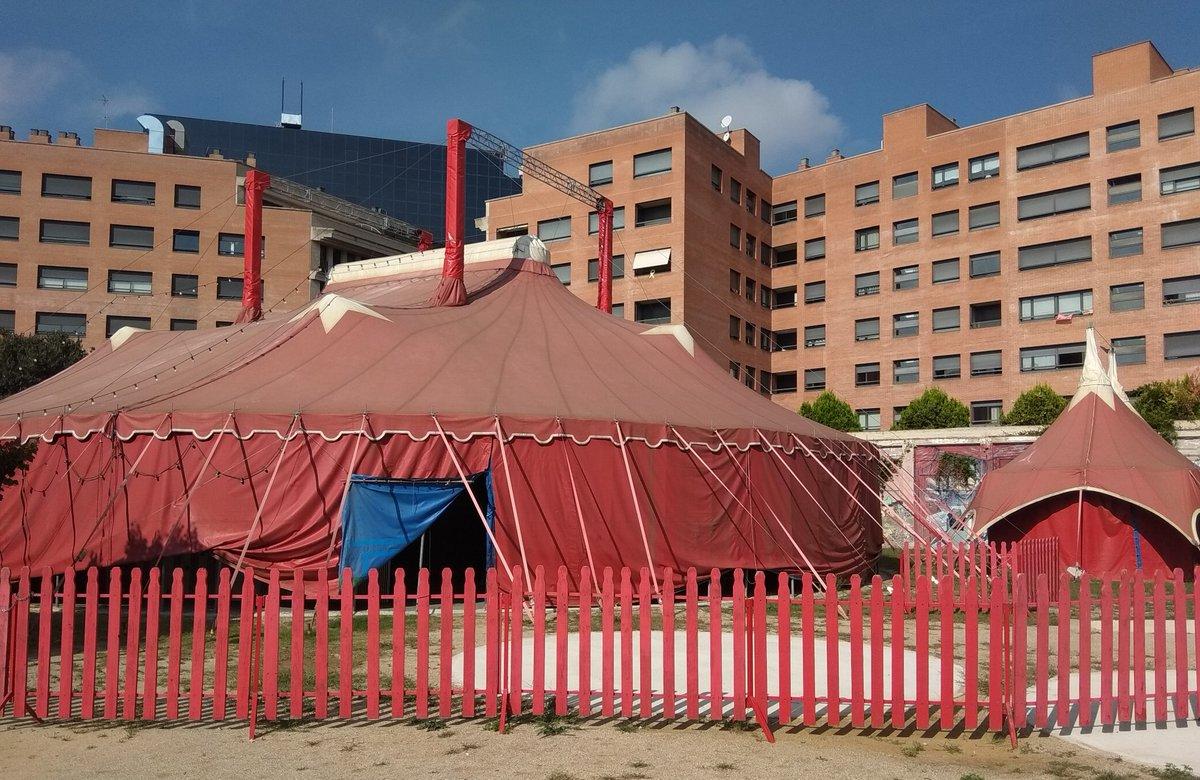 Avui acabem la primera setmana d'assajos a la Vela (qui diu vela diu sauna 👹) de @fabrica_estruch i com que ens hem portat bé la setmana vinent ens deixen el teatre 😀 #VeusQueNoVeusEnProcés #VeusQueNoVeus #pallasses @noelbitg https://twitter.com/PepaPlana/status/1043429550439497728/photo/1pic.twitter.com/6lTda7Vfkz