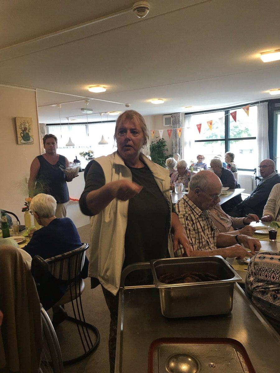 #Burendag18 Vrijwilligers buurtmensen organiseren een maaltijd voor ruim 180 mensen in Ste Marie!