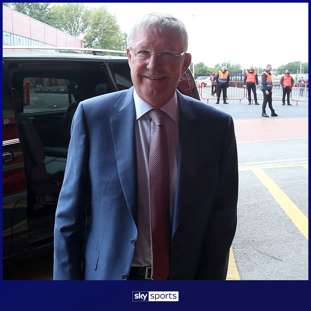 Fantastic to see Sir Alex Ferguson back at Old Trafford this afternoon.   �� https://t.co/dlRf2Dwh4x https://t.co/cGfpUNsIB3