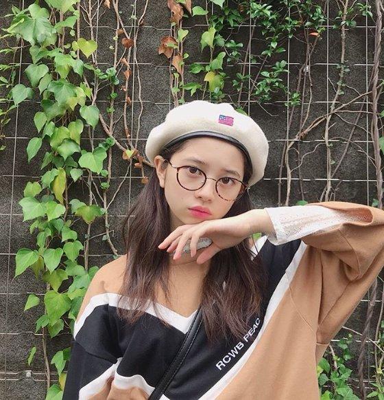 眼鏡をかけている桜田ひより