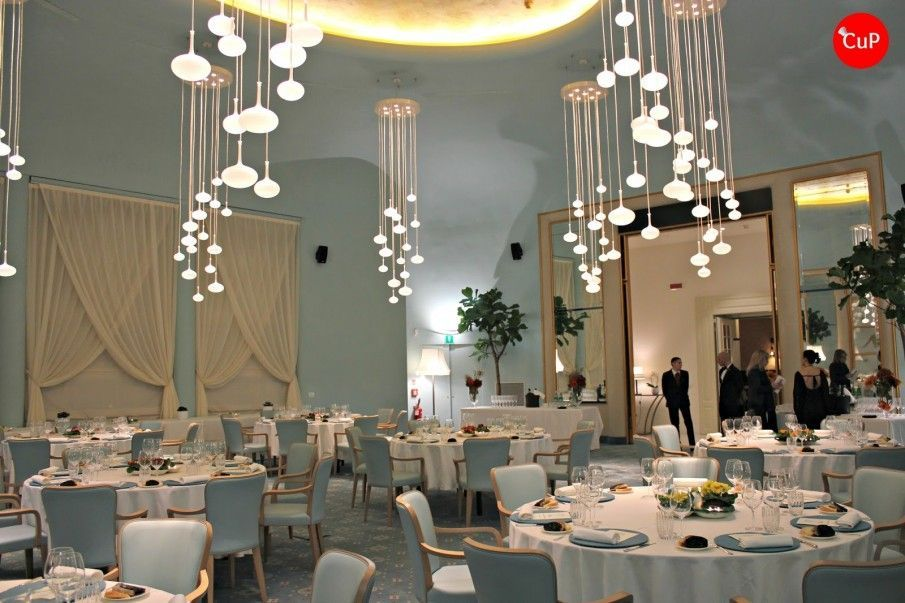 Love the pale blue color scheme and delicate light fixtures in the beautiful Turin palace hotel https://t.co/UiUop8szuv  #interiordesign #restaurant