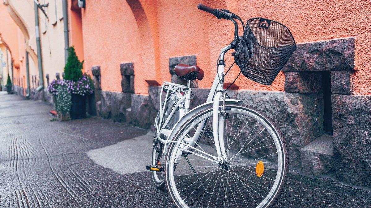 musta pyörä viikko pillua