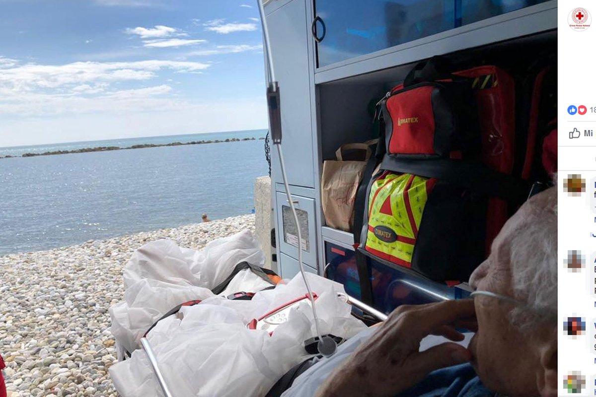 'Il mare, per l'ultima volta': e l'ambulanza si ferma in spiaggia https://t.co/TVzoAkLt6u