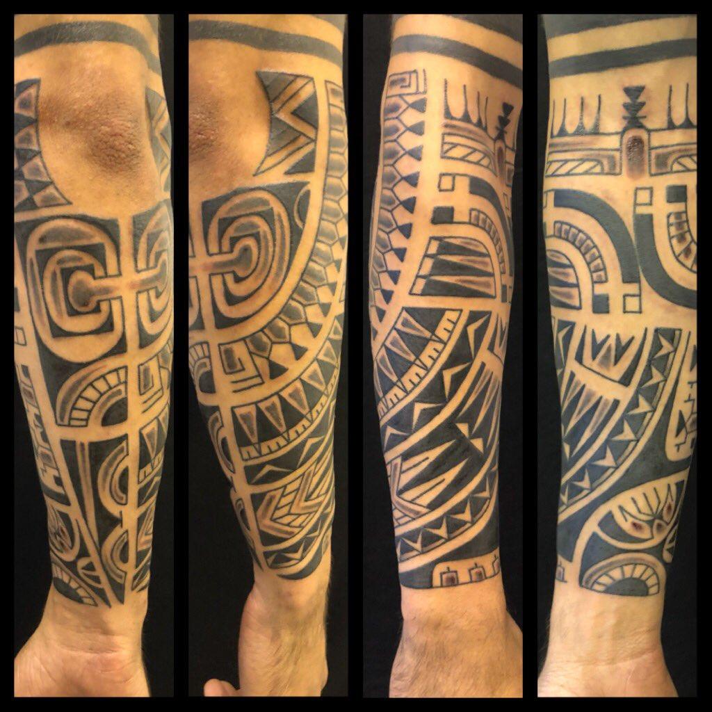 PMP tattoo parlour  By CARLO nero puro   #tattoo #tattoos #sunday #love #instagood #amezing #line #instacool #facebook #blackandwhite #loveislove #socool #tattooblack #line #inkcool #instagood #instacool #picoftheday #photography #today #nero #cool #life @pmp_tattoo_parlour  - Ukustom