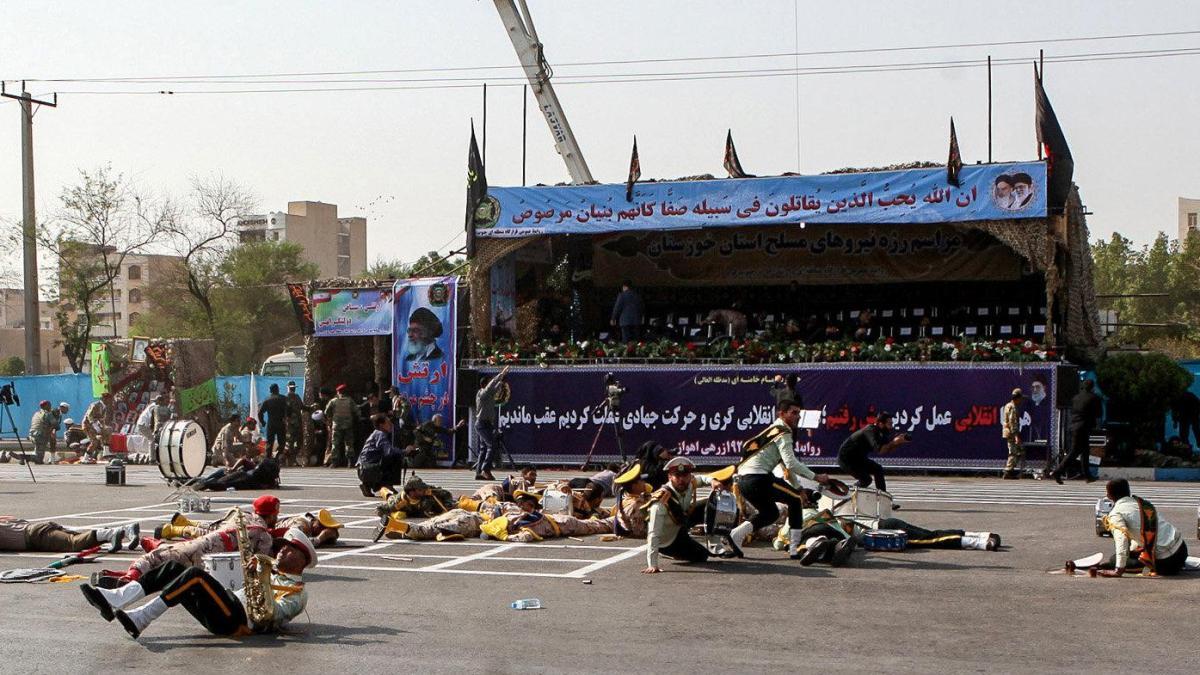 Mindestens 24 Tote bei Anschlag auf Militärparade https://t.co/YTvKpivT77