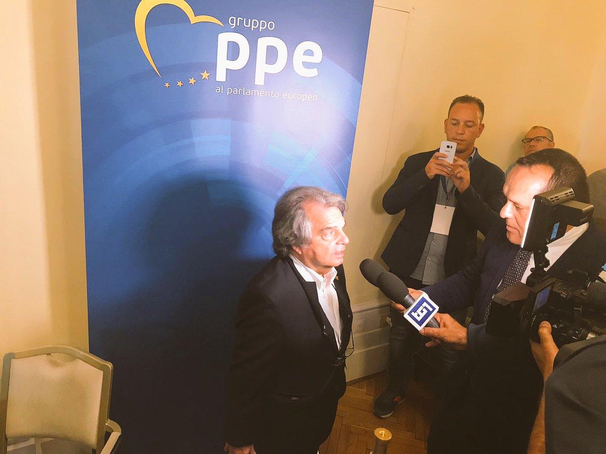 Arrivato ora a #Fiuggi2018 alla kermesse di @forza_italia organizzata da @Antonio_Tajani.Diciamo no a questo governo illegittimo, che sta facendo solo male al Paese e ci sta conducendo verso il baratro economico. #Tg1  - Ukustom