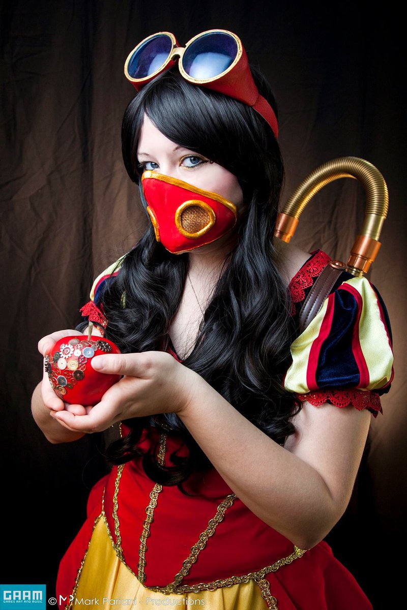 Getting ready to head to @mandarinminicon just look for Snow White 😊#cosplay #SnowWhite #steampunk #Disney #MASHUP #mmc #jaxconscene #localconventions