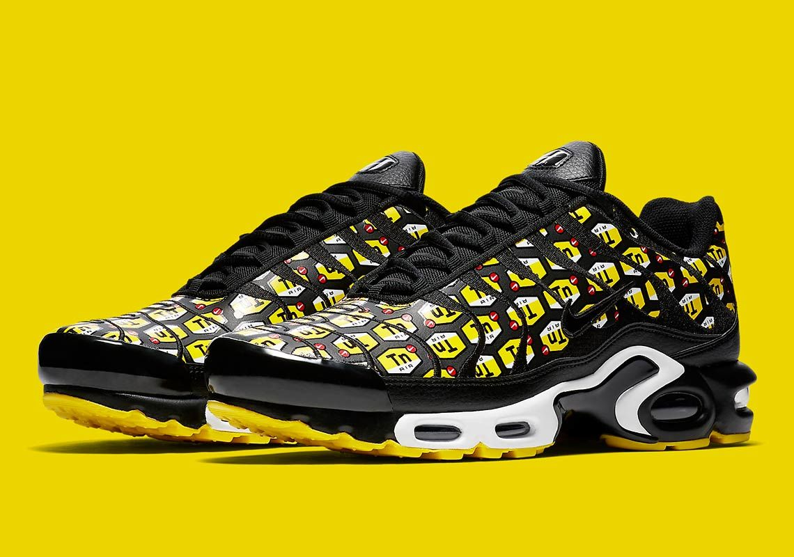 buy online 18c32 5b3f9 Sneaker News on Twitter: