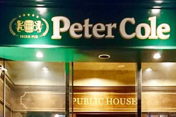 西新宿5丁目駅前にある #アイリッシュパブ #PeterCole 様で食事をさせていただきました🍹もともとひとりでもスポーツバーで観戦するタイプとしては、近くにあったらいいのに‼️と思うお店✨自分のカメラで写真を撮り忘れたことが心残り……集合写真の店名部分をトリミング📸 #ピーターコール