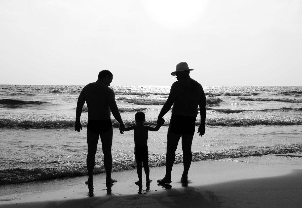 Bimbo con due padri: Tribunale autorizza trascrione atto nascita. http://bit.ly/2NVRTWk #figli #famiglia #diritto  - Ukustom