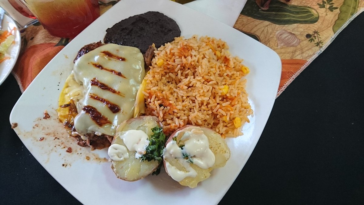 Un delicioso lomo chipotle en eEl Taco Azteca en el persa Biobío!!
