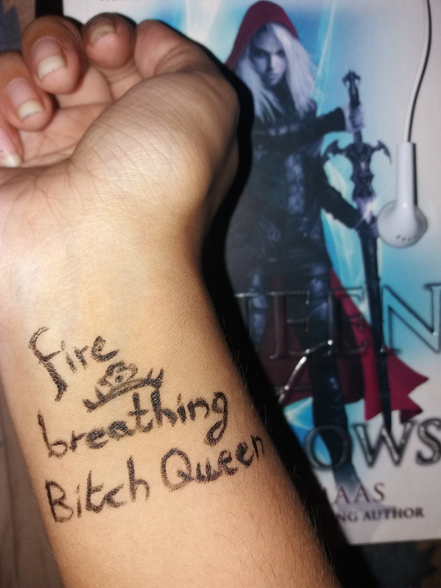 #QueenofShadows inspired drawing and phrase ....since i was doing book photography...i had to take behind the scenes pictures @SJMaas  #bibliophile #bookworm<br>http://pic.twitter.com/AejO52NBjk