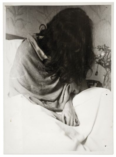 #FridaKahlo  nel 1946 fotografata durante un ricovero presso un ospedale a #NewYork  da #NickolasMuray#fotografia  - Ukustom