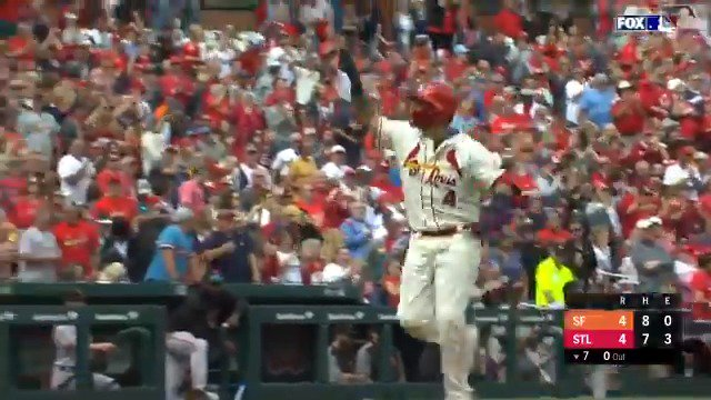 Yadi = clutch. #SeptemberBaseball https://t.co/HqiYzI2uQS