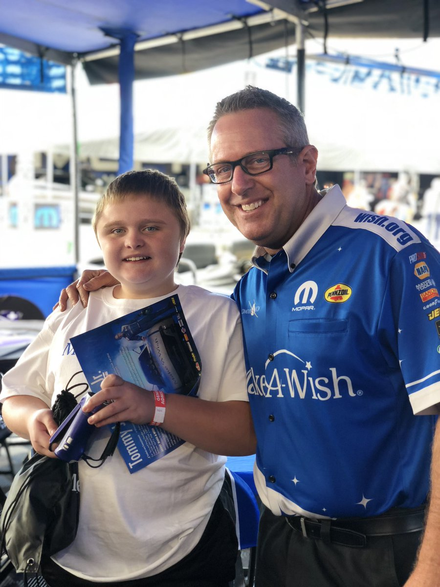 We always love a visit from our friends at @makeawishmo! Great to see some old friends and meet some new ones. #WishesMatter #NHRAonFOX #MidwestNats @MakeAWish