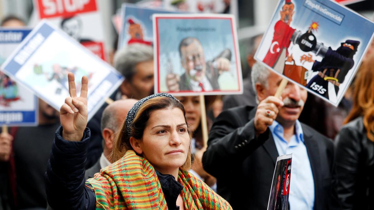 Hunderte demonstrieren gegen Erdogan-Besuch https://t.co/Bl7lRWdGKU