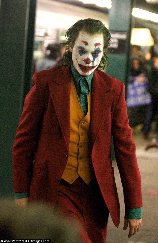 Joker (Origin Story) par Todd Philips produit par Scorcese (Elseworld) - Page 5 DnuyXRGW4AA7-u2