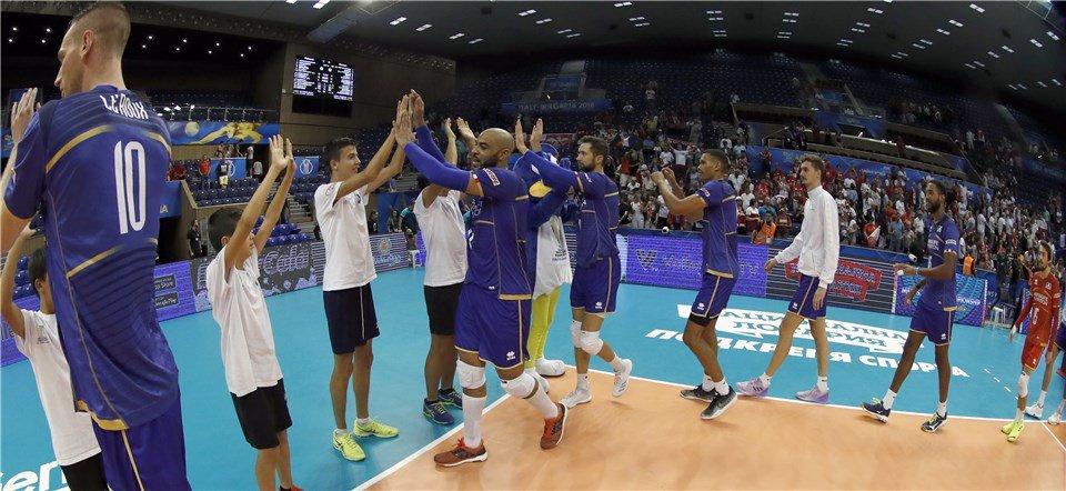 Mondiali: Ngapeth (26p.) tiene in corsa la #Francia. Netto 3-1 alla #Polonia  https:// www.volleyball.it/mondiali-ngapeth-26p-tiene-in-corsa-la-francia-netto-3-1-alla-polonia/ #FivbMensWCH #VolleyMondiali18 #EarvinNgapeth #Mondiali2018 leggilo su https://t.co/VcBPGLNNCB  - Ukustom