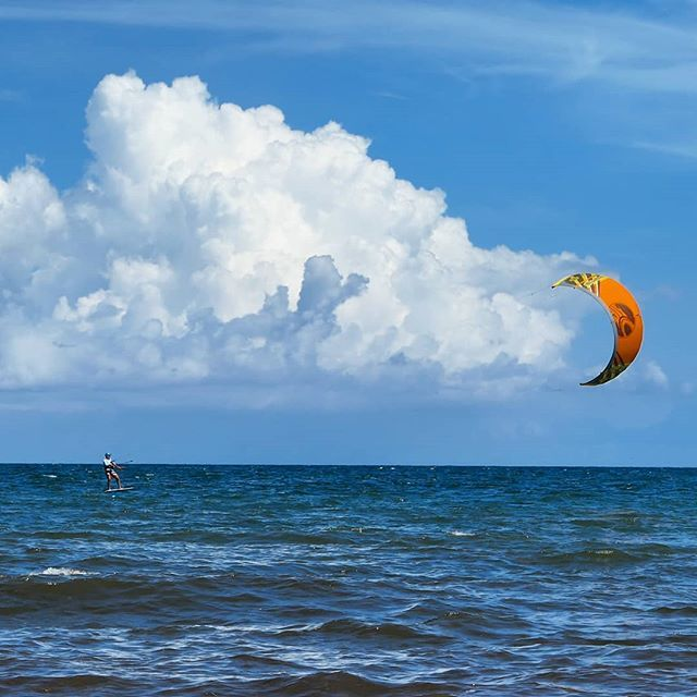 When the wind and clouds are in your sails 🏄 ⛵ ...and the days of summer are past. Feeling poetic about the summer of love I had. . Another great capture with my #LumixLX10 📸 f4.5 @ 1/1600th sec @ ISO-125 . #surfsailing #windinyoursails #orangesail #… https://ift.tt/2I7kDGa
