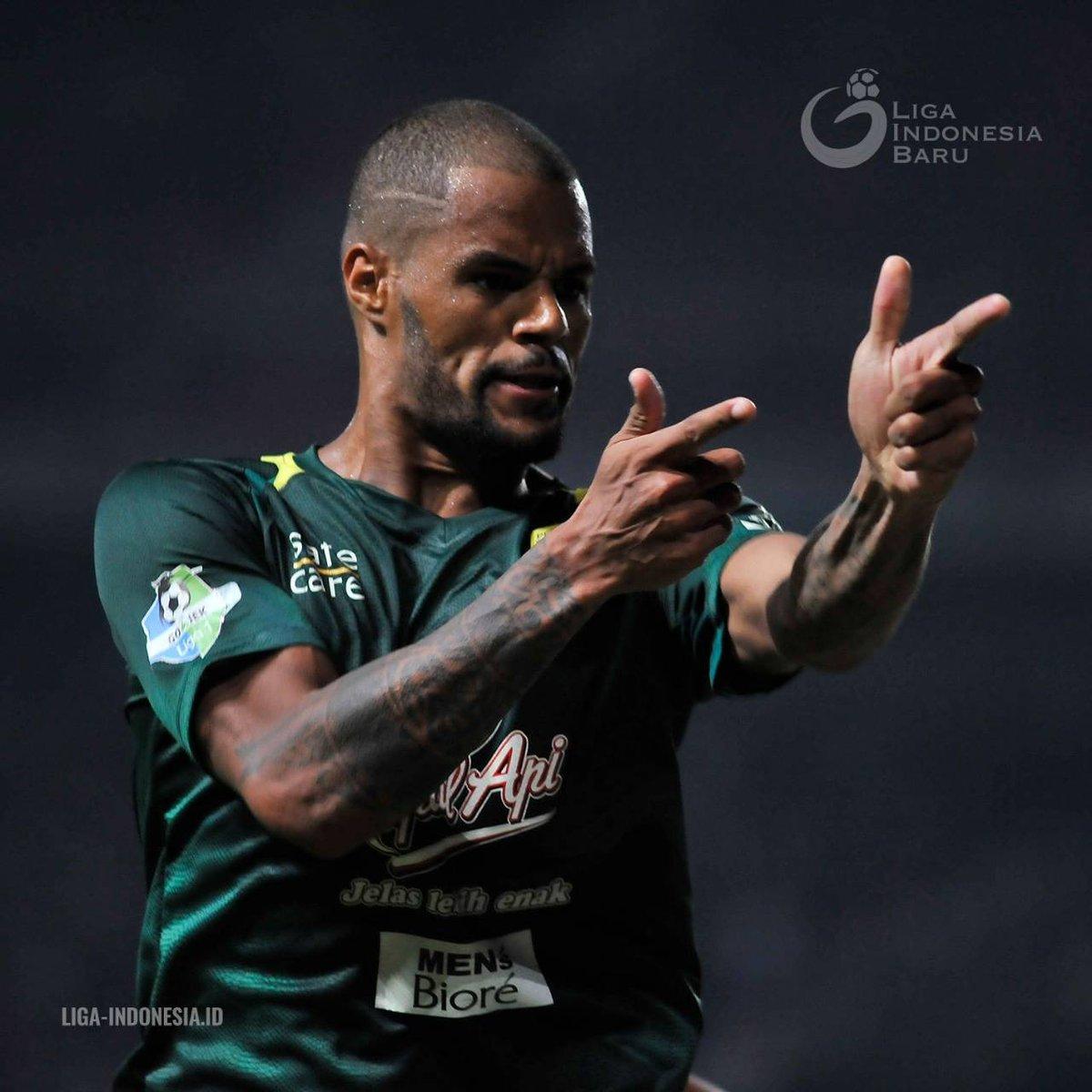 David Da Silva 🥅⬅️⚽💥🔫 Komentarmu untuk performa striker asal Brasil yang telah mengoleksi 16 gol ini? #PSBYvMITRA