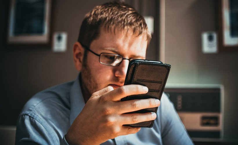 REPORT: Man Has To Look It Up Now Or It's Going To Bother Him All Night reductr.es/2MN3eUF