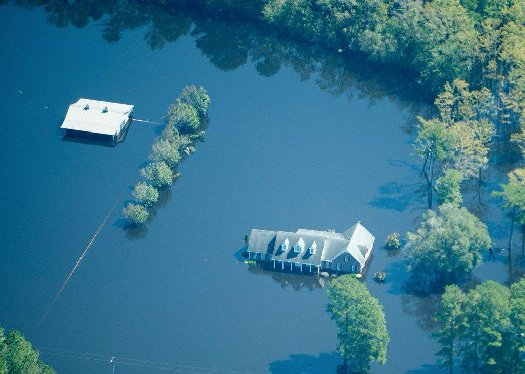 Carolina communities race to beat dangerous flooding from Florence https://t.co/3LU1bbwLYb https://t.co/6PJwzqAsdI