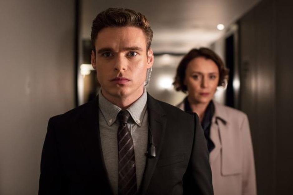 """""""Bodyguard"""", le thriller politique qui fascine les Britanniques https://t.co/st2q1GGSpS #RichardMadden #série #Bodyguard"""