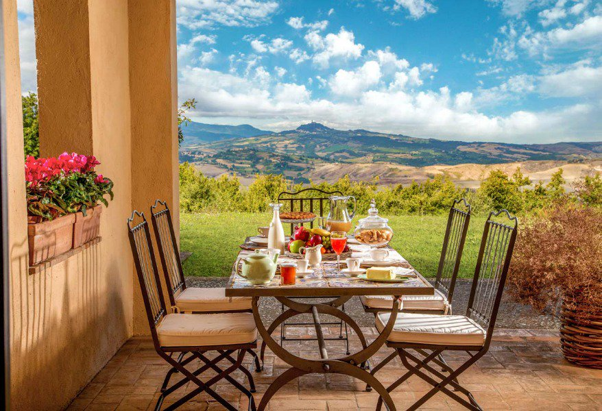 Ville da sogno in Toscana https://bit.ly/2jm2cDv  La Toscana è famosa per i suoi vini, le prelibatezze culinarie e i suoi romantici panorami, una splendida atmosfera italiana...  @ToscananelCuore  #viaggi #viaggiatori  #vacanze  #turismo  #viaggiare  #Toscana   - Ukustom