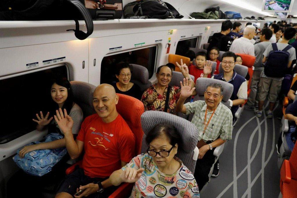 All aboard: Hong Kong bullet train signals high-speed integration with China https://t.co/Q29LAcCgqC https://t.co/fnVtrYbymk