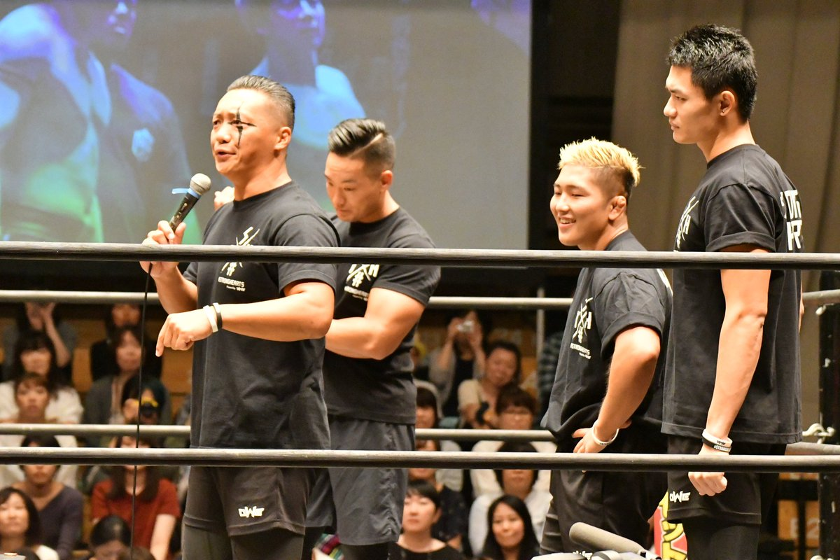 ALL OUTとSTRONG HEARTSの対抗勃発!《4枚》 #ddtpro #STRONGHEARTS