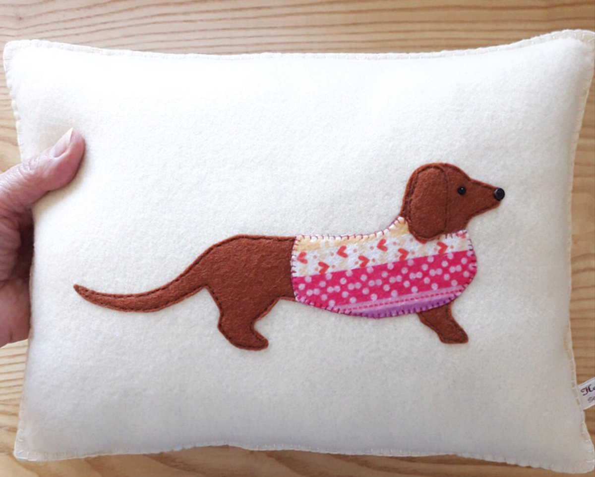 315f77fc92 #UKGifthour A perfect gift idea for #Dachshund lovers. #gifts #shopindie  #feltpillow #sausagedog #minipillow #nuMONDAY #numondayshop ...
