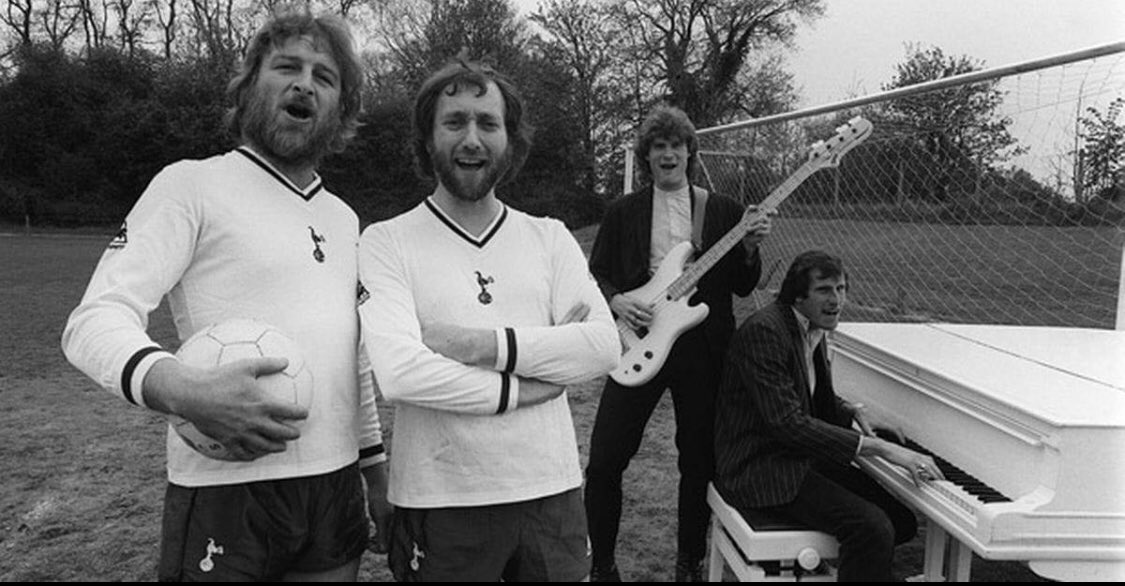 So shocked to hear of Chas passing away. Great musician, character and @SpursOfficial fan. Will be sadly missed. Thoughts are with family. #RIPChas