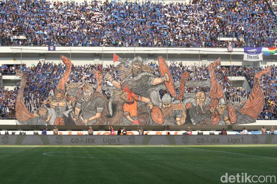 Kemeriahan Bobotoh di Stadion GBLA https://t.co/97pVFZ6b26 via @detiksport https://t.co/UdY3y7ikOq