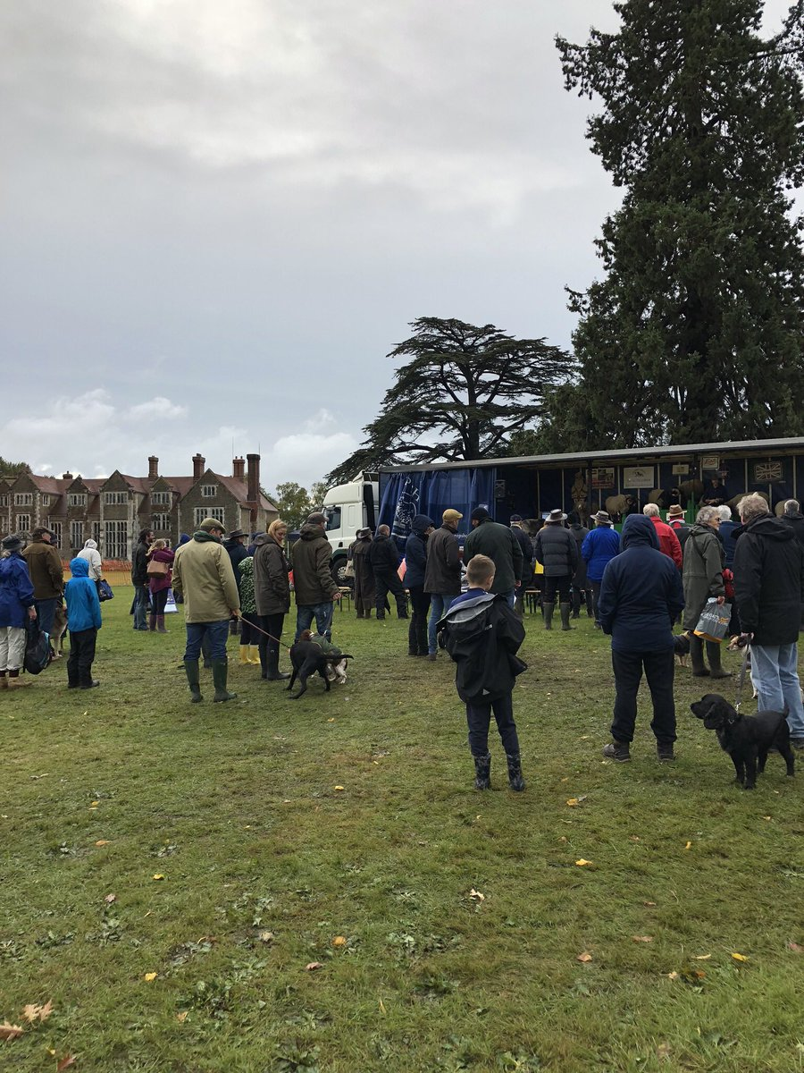RT @PGradio Despite the weather - a good turnout @LoseleyPark for the Surrey Game & Country Show. Well done to all stewards & organisers @SurreyShow 👏🏼👏🏼